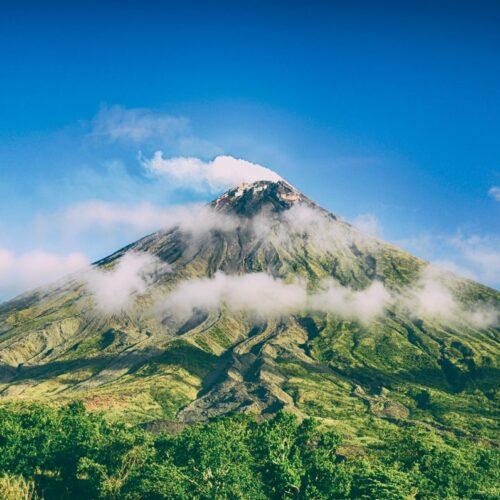 Estos libros enseñan a los niños todos los secretos de los volcanes